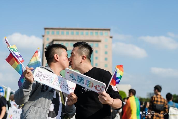 同志婚紗:海蛙攝影:austin:hiwow.studio:婚姻平權:LGBT:情侶寫真:凱達格蘭大道:2018台北同志大遊行8