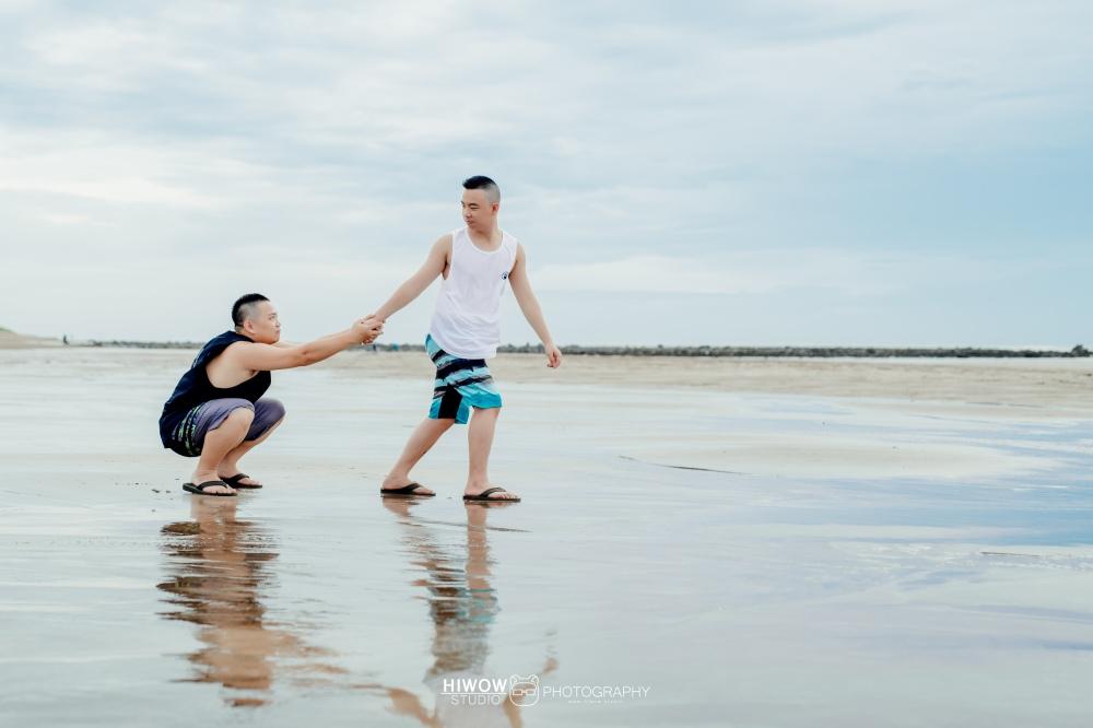 同志婚紗 海蛙攝影 hiwow.studio 情侶寫真 生活風 日常 海邊 淡水11