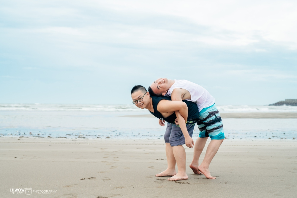 同志婚紗 海蛙攝影 hiwow.studio 情侶寫真 生活風 日常 海邊 淡水19