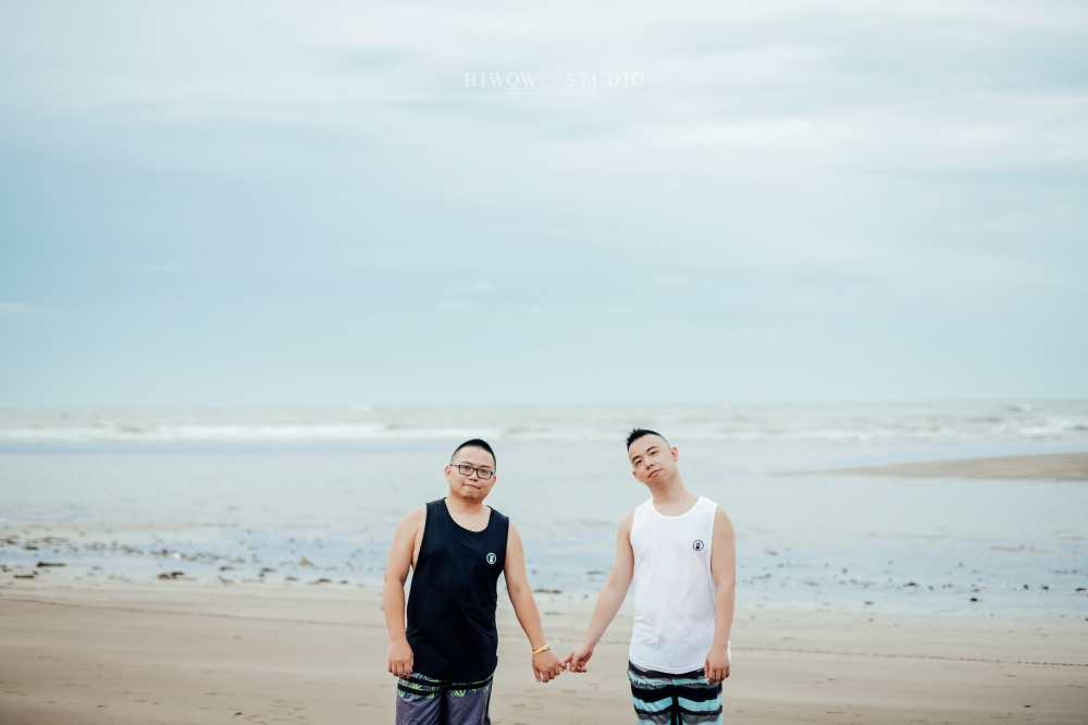 同志婚紗 海蛙攝影 hiwow.studio 情侶寫真 生活風 日常 海邊 淡水