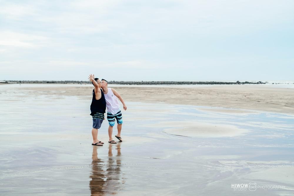 同志婚紗 海蛙攝影 hiwow.studio 情侶寫真 生活風 日常 海邊 淡水9